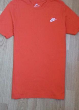 Легка футболка у оранжевому кольорі