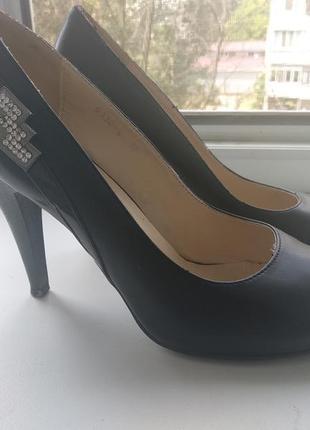 Туфли женские camidy,38р!