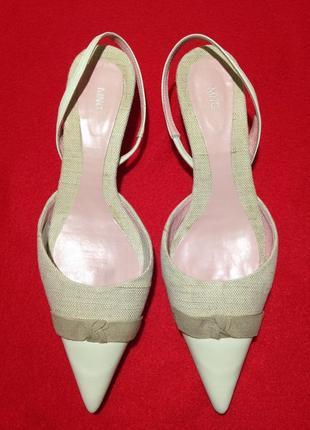 Стильные туфли на каблуке рюмочка