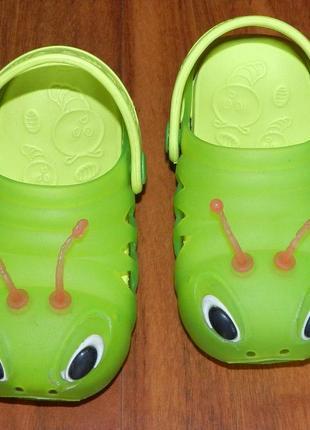 Оригинальные босоножки-сандалии с мигалками для пляжа или басейна