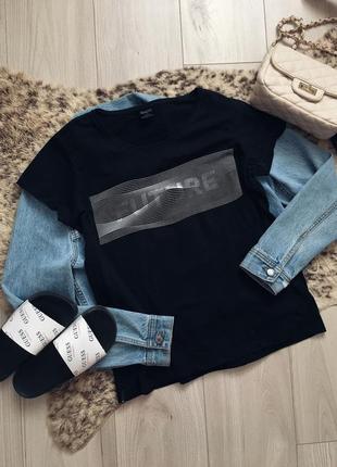 Стильная базовая футболка