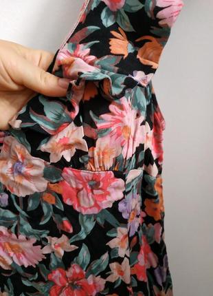 Плаття міні з глибоким вирізом на спині