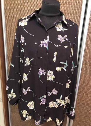 Блуза в цветочный принт.