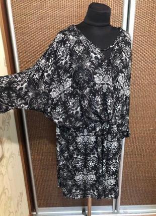 Платье в цветочный принт.без торга