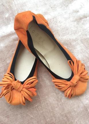 Шкіряні туфлі від jones