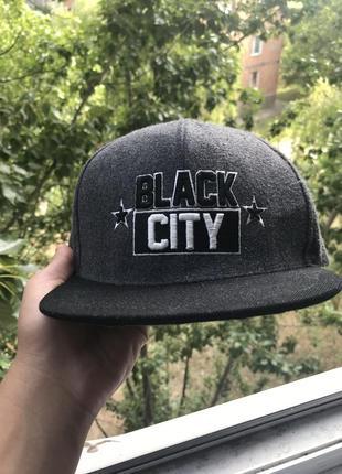 Кепка black city