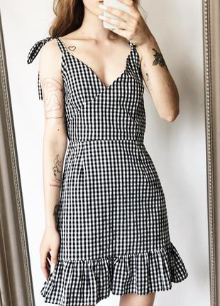 Идеальное актуальное платье в черно белую клетку от boohoo