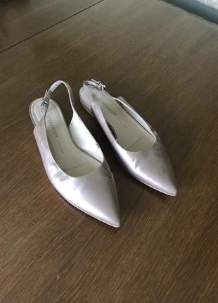 Кожаные туфли с открытым задком