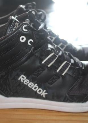 Кроссовки reebok 37,5 размера. кожа.оригинал.