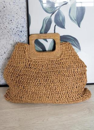 Трендовая соломенная сумка с деревянной ручкой