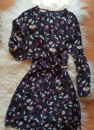 Красивое платье с цветочным принтом от goldie