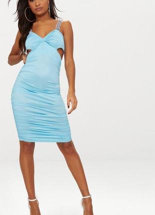 Актуальное голубое платье с вырезами на боках от prettylittlething