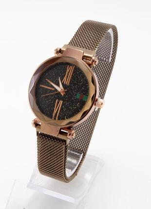 Часы в подарочной коробочке на магнитном ремешке