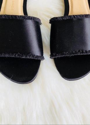 Сатиновые сандалии шлепки