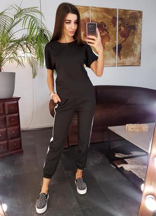 Черный костюм футболка и штаны брюки с лампасами