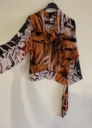 Блуза с анималистичным принтом