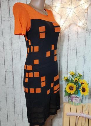Шикарное трикотажное черное с оранжевым платье с полупрозрачной сеточкой внизу р.  м