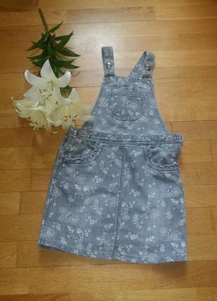 Стильный джинсовый сарафан george с цветочным принтом на 5-6 лет