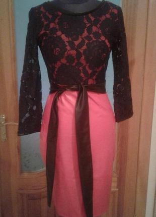 Платье нарядное красное с черным