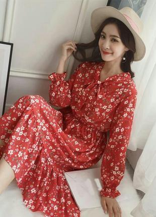 Красно белое летнее платье в мелкие цветы с оборками с воротом длинный рукав шифон
