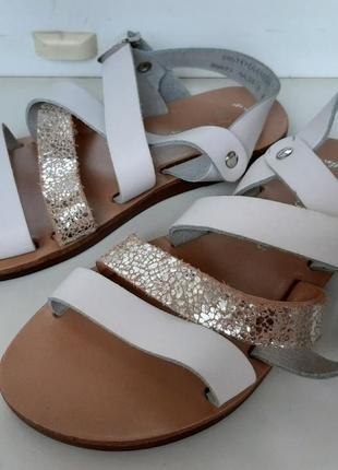 Стильные кожаные босоножки для девочки george.