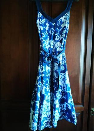 Льняное бело-синее миди платье