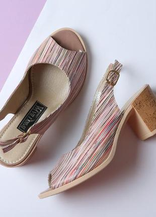 Стильные кожаные цветные босоножки в полоску на устойчивом каблуке натуральная кожа