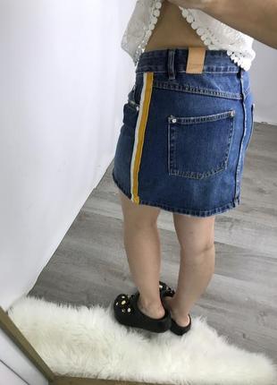 Трендовая джинсовая юбка zara с лампасами.