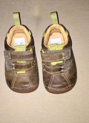 Кроссовки для мальчиков из натуральной кожи на липучках clarks