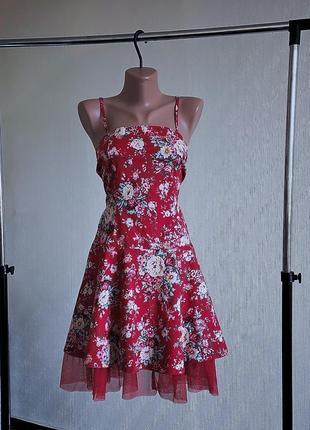Роскошнейшее красное коттоновое платье в цветочный принт.