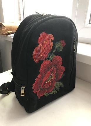 Рюкзак женский, с вышитыми маками