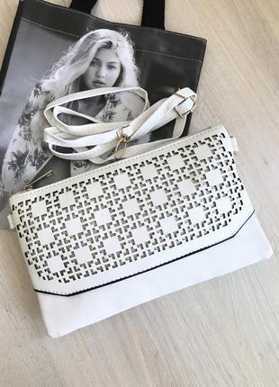 Белая сумочка-клатч