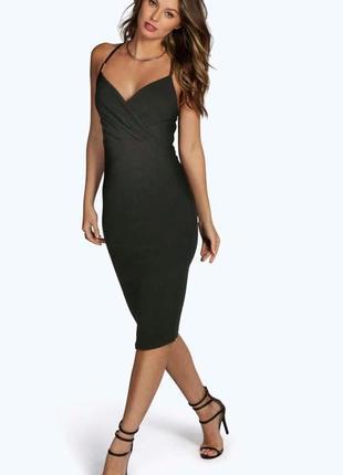 Облегающие платье с красивым вырезом, идеально подчёркивает фигуру