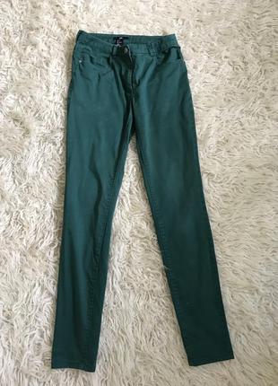 Отличные зеленые брюки