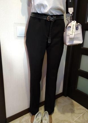 Стильные базовые брюки штаны черные зауженные к низу