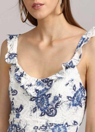 Біле мереживне плаття  з оборками
