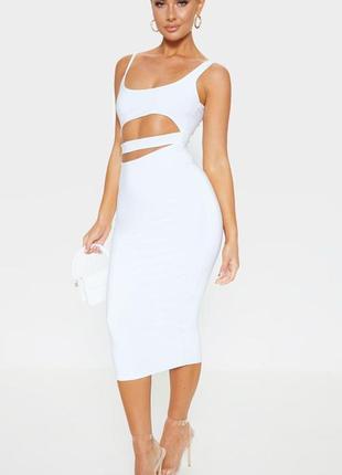 Белое эффектное  летнее  платье миди с вырезом на талии,  вторая кожа