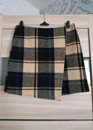 Стильная теплая юбка мини на запах в клетку
