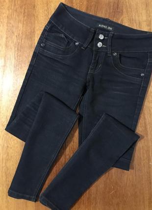 Классные чёрные  джинсы скинни джеггинсы