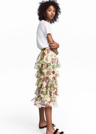 Трендовая миди юбка с рюшами в цветы от h&m
