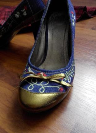 Джинсовые туфельки с вышивкой