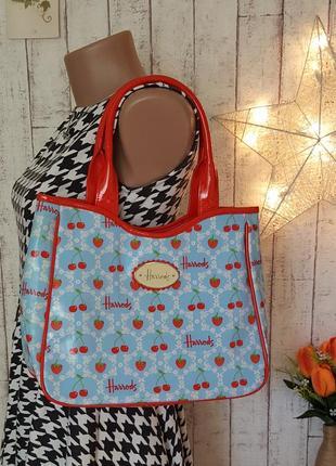 Брендовая лаковая сумочка с ягодами сумочка harrods с ягодным принтом клубнички и вишенки