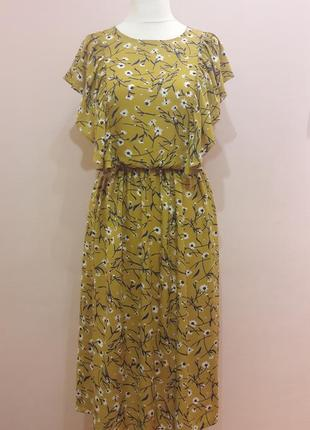 Шикарное платье с рукавами крылышками