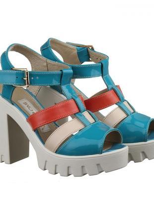 Кожаные голубые разноцветные босоножки на каблуке тракторная подошва натуральная кожа