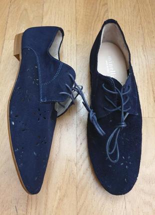 Туфлі із натуральної замші. перфорація.