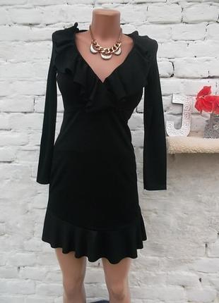 Замечательное трикотажное черное платье с воланами, размер с,  сост хор