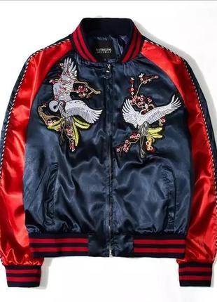 Куртка бомбер с вышивкой аисты