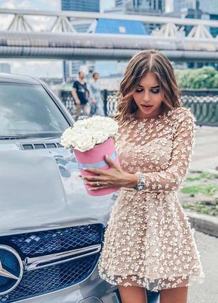 Шикарное цветочное кружевное платье аппликация беж кремовое бандажное мини