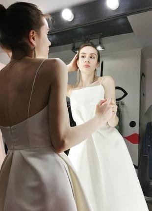 Шикарное вечернее свадебное платье миди на бретелях открытая спина белое атласное6 фото