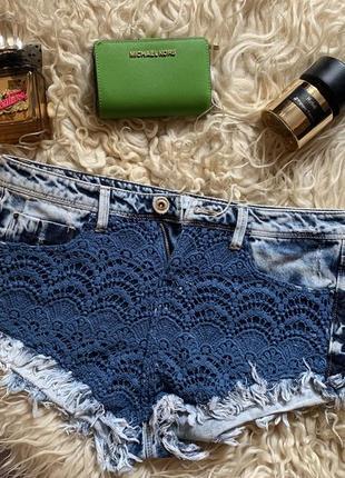 Срочно! джинсовые шорты с кружевом ( высокая талия/ посадка ) bershka